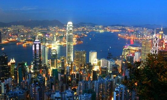 """Екскурзия Китай и Хонг Конг Есен 2018 - Пътешествие през вековете - Неслучайно Китай от местен език  се превежда като 'Страната в центъра на света"""". Без съмнение и в наши дни, преводът обрисува съвсем точно най-многолюдната държава в света, една от най-древните цивилизации и водеща световна икономическа сила. Каним Ви да се потопите в тайните на тази уникална държава, която съчетава в себе си хилядолетна история, грандиозни архитектурни творения от стари времена (Великата Китайска стена, Теракотената армия), световни изобретения на човешкия гений (барута, компаса и лунния календар), древни религии и медицина, грандиозни ултрамодерни сгради и нечуван технотронен бум."""